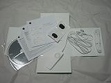 iPod shuffle同梱のユーザーズガイド、ひと目で操作方法がわかるクイックリファレンス、インストールCD、Appleステッカーなどなど