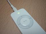 iPod shuffleの表面、ライト点灯!