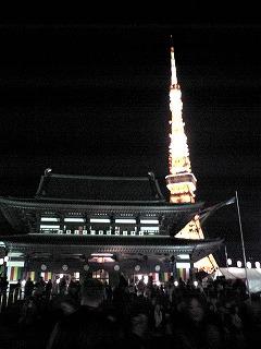 カウントダウン前の増上寺と東京タワー
